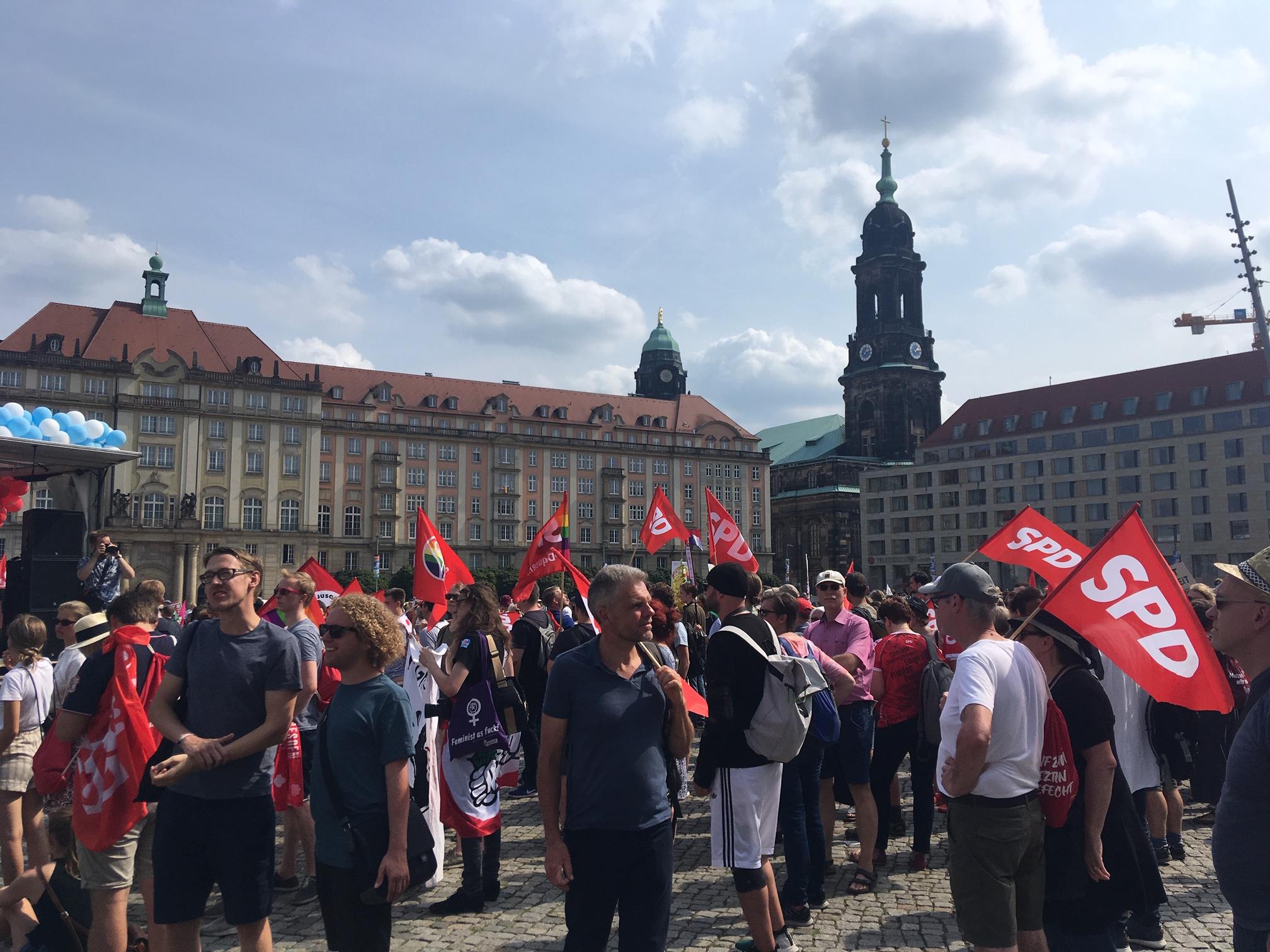 SPD ist ok! War bei der Demo mit dabei, ebenso Grüne und Linke