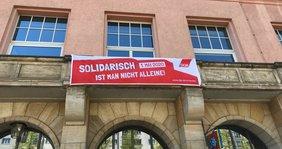 Banner zum 1.Mai am Volkshaus LEipzig