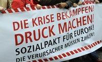Transparent. Text: Die Krise bekämpfen! Druck machen! Sozialpakt für Europa! Die Verursacher müssen zahlen!