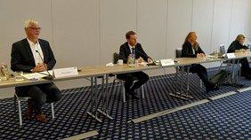 DGB-Chef Markus Schlimbach und DGB-Vize Anne Neuendorf mit Ministerpräsident Kretschmer.