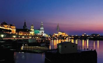 Dresden: Abendliche Elbe am Terrassenufer