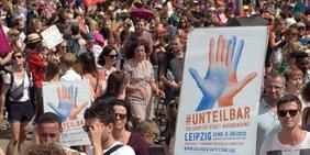 Tausende folgten dem Ruf zur Demo für ein weltoffenes Sachsen