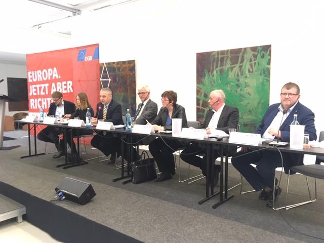 Gewerkschafter und EU-PolitikerInnen im Gespräch: Matthias Ecke, Anna Cavazzini, Josef Stredula, Markus Schlimbach, Cornelia Ernst, Peter Jahr, Peter Scherrer