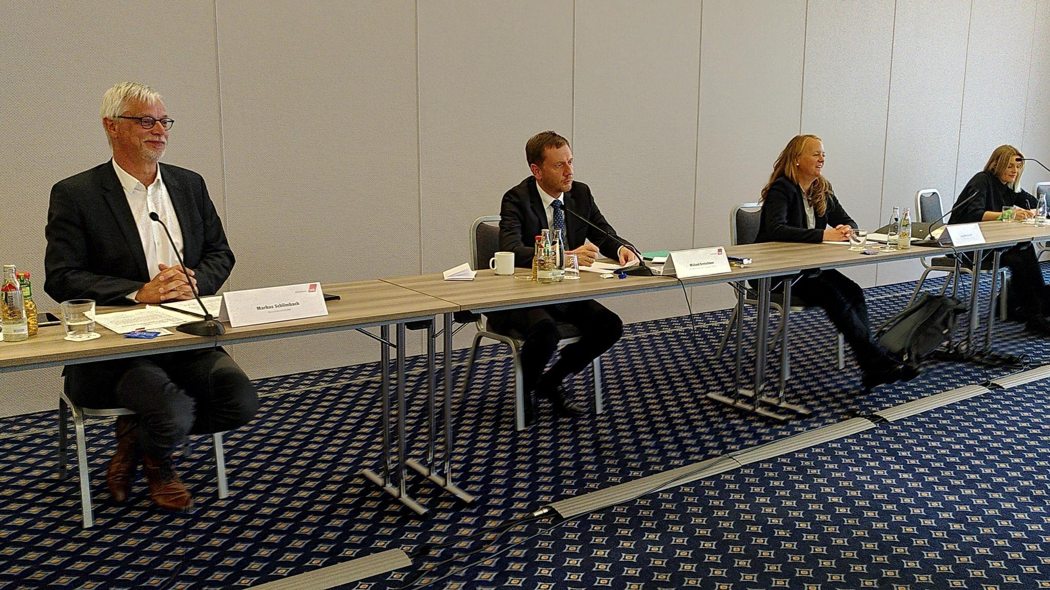DGB-Chef Markus Schlimbach und DGB-Vize Anne Neuendorf mit Ministerpräsident Kretschmer